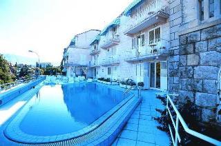 Komodor Hotel