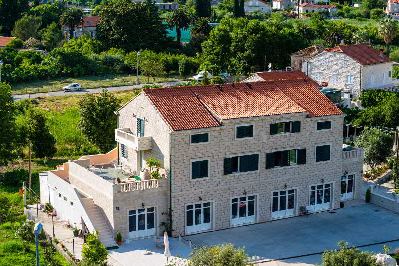 Apartments Dubelj