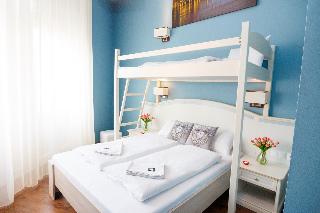 Full Moon Design Hostel
